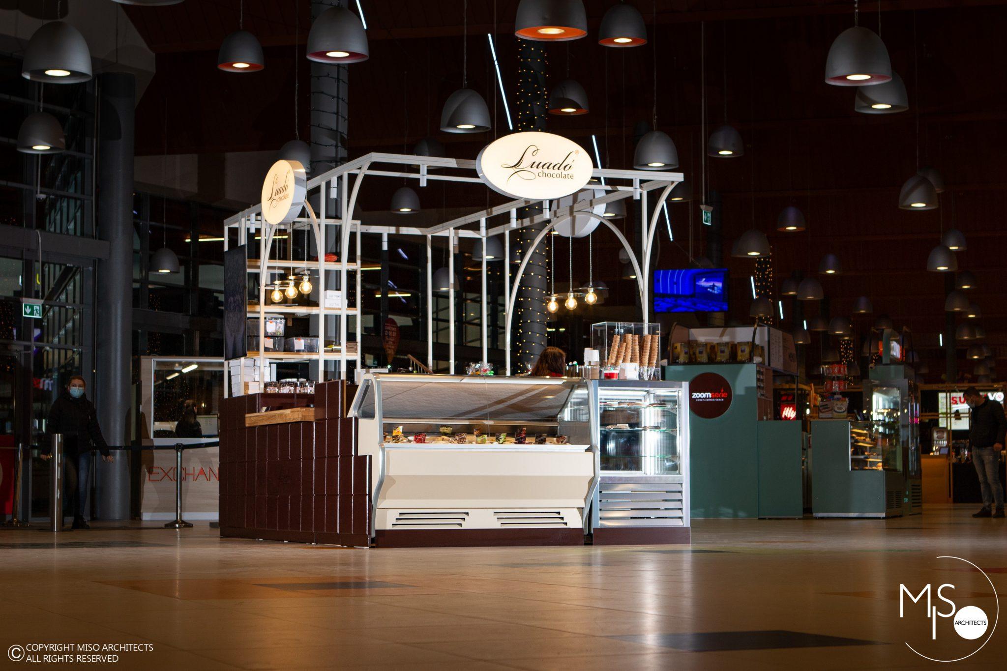 stand-insula-mall-Coresi-Brasov-scaled.jpg